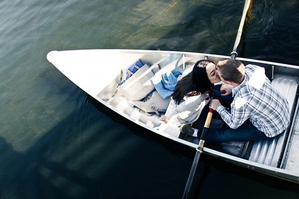 engagement_session_couple_kissing_boat.jpg
