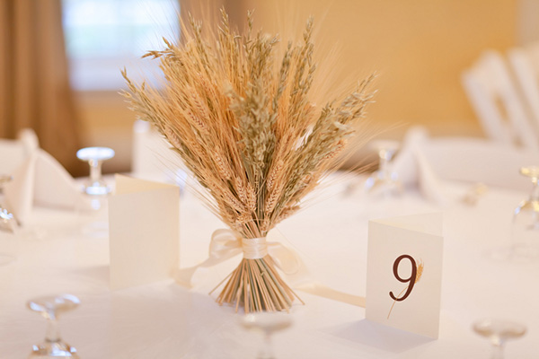 wheat_wedding_centerpiece.jpg